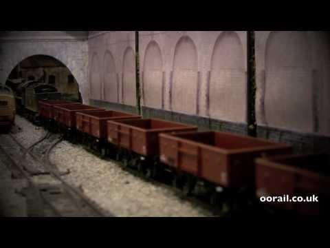 13 ton High Sided Open Wagons in BR Bauxite by Bachmann (OO Gauge)