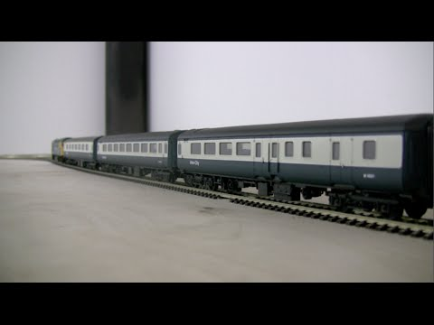 British Rail Mk2E coaches in Inter-City livery by Hornby